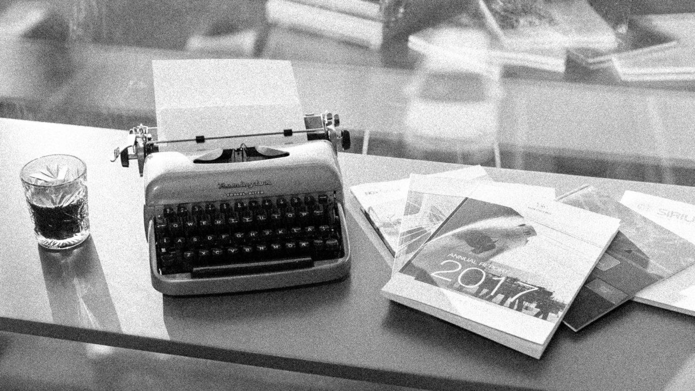 Færds gamle skrivemaskin og noen årsrapporter